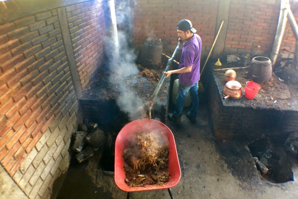 destilación en olla de barro